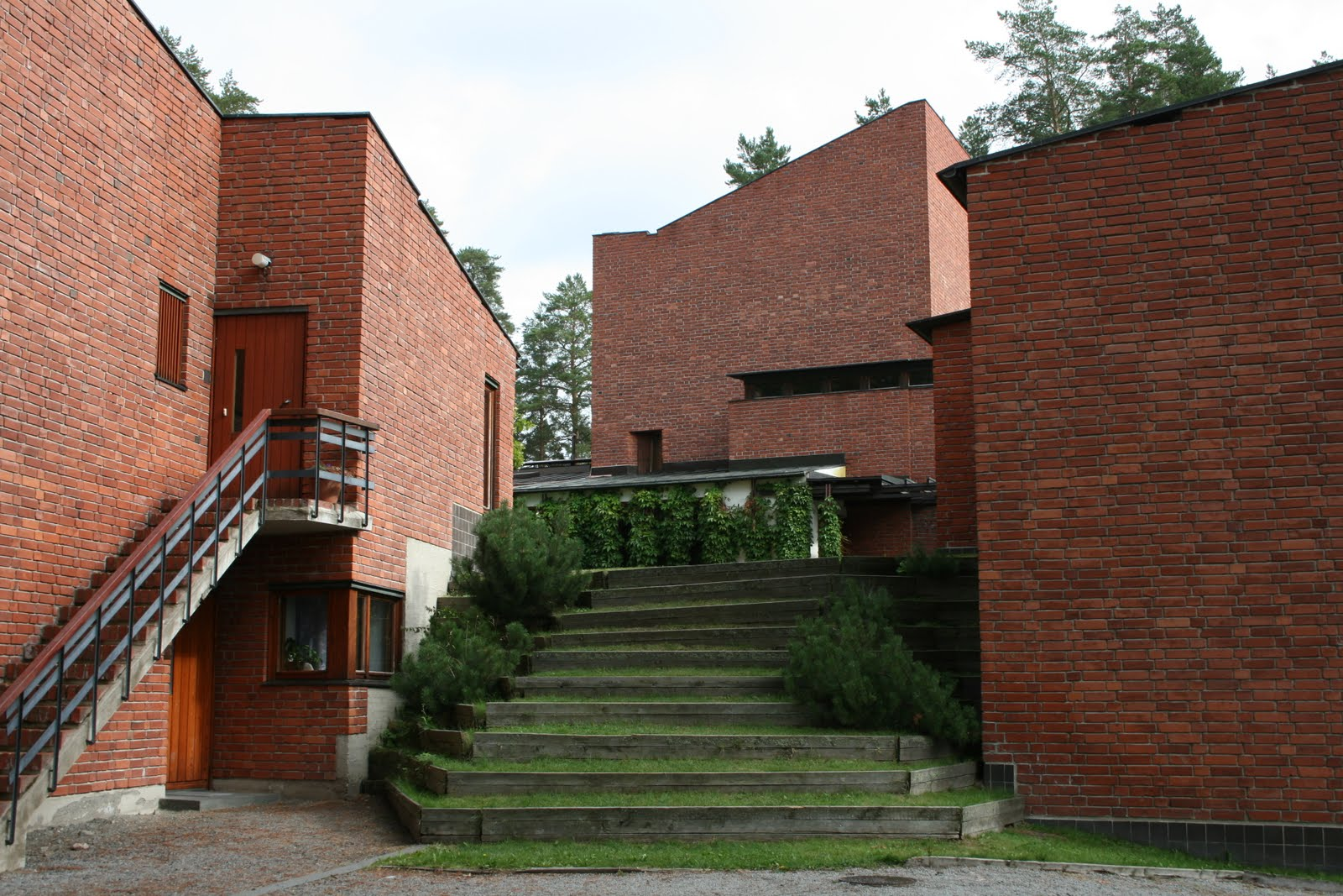 Saynatsalo Town Hall Courtyard